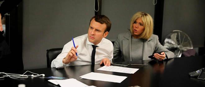 Emmanuel et Brigitte Macron dorment désormais à l'Élysée...
