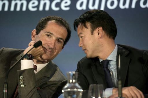 Patrick Drahi et Dexter Goei (à droite) lors d'ue conférence de presse à Paris, le 7 avril 2014 © FRED DUFOUR AFP/Archives