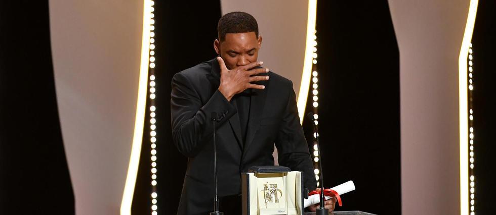 Will Smith faisant le pitre au moment de la remise du prix spécial de la 70e édition du festival de Cannes à Nicole Kidman.