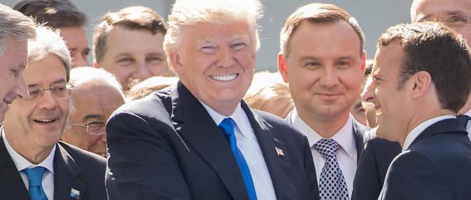 """Une poignée de main """"virile"""" entre Donald Trump et Emmanuel Macron le 25 mai lors de l'inauguration du nouveau QG de l'Otan à Bruxelles."""