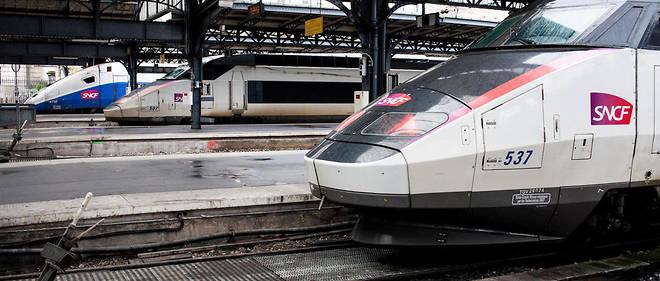 À la suite de la décision inattenduede la SNCF de renommer ses trains inOUI, les internautes ont dénoncé l'incompréhension du nom de manière humoristique.