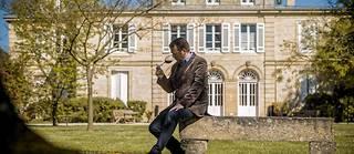 Frédéric Bonnaffous, responsable du domaine du Château Belgrave dans le Médoc AOC haut-médoc, Câateau Belgrave, classe cinquième grand cru dans la classification des vins de Bordeaux de 1855. ©Sebastien ORTOLA/REA