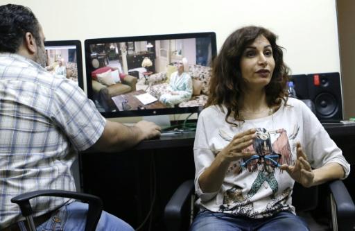 """Après des films """"relatant des histoires d'amour (...) j'ai décidé cette année de tourner une série directement liée à la crise"""", explique la réalisatrice syrienne Rasha Sharbatgi © Louai Beshara AFP"""