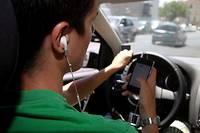 Au moins un accident sur dix est du a une inattention du conducteur ou de la conductrice provoquee par son telephone portable. (C)VALLAURI Nicolas