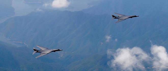 Deux B-1B de l'US Air Force au-dessus de la base d'Andersen sur l'île de Guam en septembre 2016.