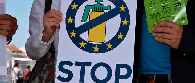 Manifestants contre l'utilisation du glyphosate à Marseille.