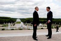 Le président Emmanuel Macron (à droite) et son homologue russe Vladimir Poutine, à Versailles le 29 mai 2017. ©FRANCOIS MORI