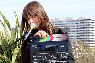 Clara Luciani dans la session sur le toit du Point Pop.