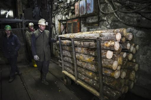 """En 2016, 13.000 tonnes de concentrés de minerais vendus à l'étranger, ont rapporté 15 millions d'euros, explique le directeur financier de Trepca, Hilmi Haxha. """"Insuffisant pour le développement du Kosovo"""", poursuit-il: Trepca doit redevenir """"un combinat"""" et valoriser la matière première. © Armend NIMANI AFP"""