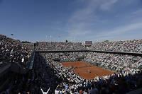 Vue du court Philippe Chatrier de Roland Garros lors la finale hommes entre le Suisse Stan Wawrinka et le SerbeNovak Djokovic, en juin 2015. ©JEAN MARIE HERVIO
