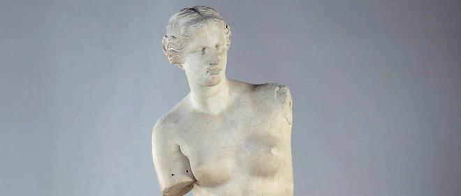 """""""La Vénus de Milo"""", sculpture représentant Aphrodite en marbre. 100 avant J.-C. Provenant de l'île de Milos en Grèce. Paris, mussé du Louvre."""