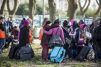 Migrants arrivant dans la jungle de Calais. ©Julien Pitinome