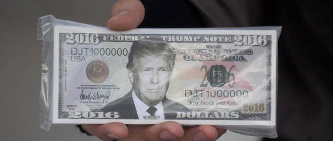 De faux billets illustrés avec le visage de Donald Trump.