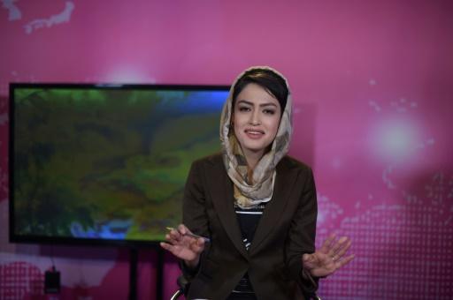 Une journaliste afghane enregistre sa matinale à TV-Zan, le 24 mai 2017 à Kaboul © SHAH MARAI AFP