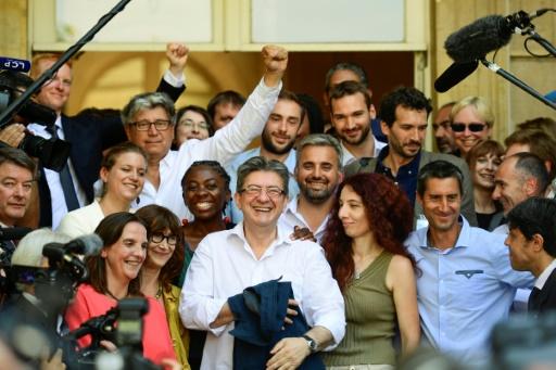 Jean-Luc Mélenchon et les députés de La France insoumise à leur arrivée à l'Assemblée nationale, le 20 juin 2017 à Paris © Martin BUREAU AFP