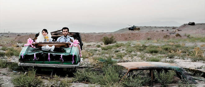 Scène de la vie conjugale. De la série «La vie moderne et la guerre» (2008), de Gohar Dashti.