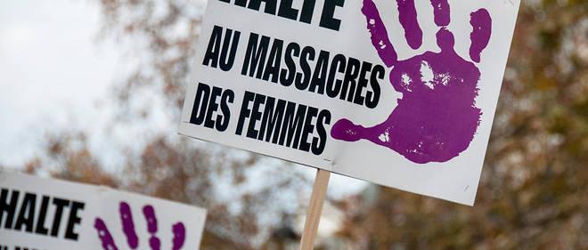 Manifestation à Paris contre ls violences dont sont victimes les femmes. Environ 200 femmes meurent chaque année en France tuée par leur conjoint ou ex-conjoint.