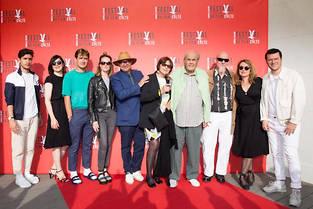 Ambiance vacances au Festival du film culte de Trouville avec Karl Zéro entouré de Michel Legrand et de Valérie Donzelli.