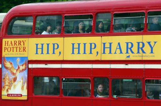 Une publicité pour le dernier volume des aventures de Harry Potter sur un bus à impériale, le 19 juin 2003 à Londres © ODD ANDERSEN AFP/Archives