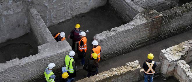 Des ouvriers sur le chantier du métro romain.