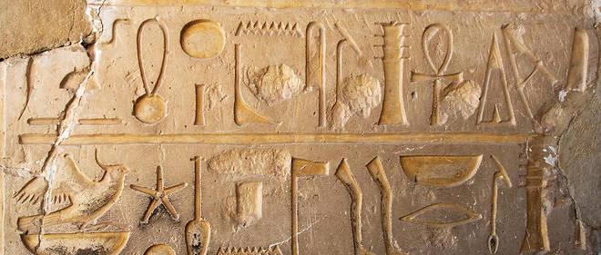 """Égypte : des hiéroglyphes """"géants"""" vieux de 5 200 ans découverts ..."""