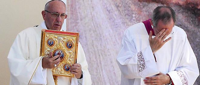 Le pape François n'a pas exigé la démission du cardinal Pell qui nie les faits qui lui sont reprochés.