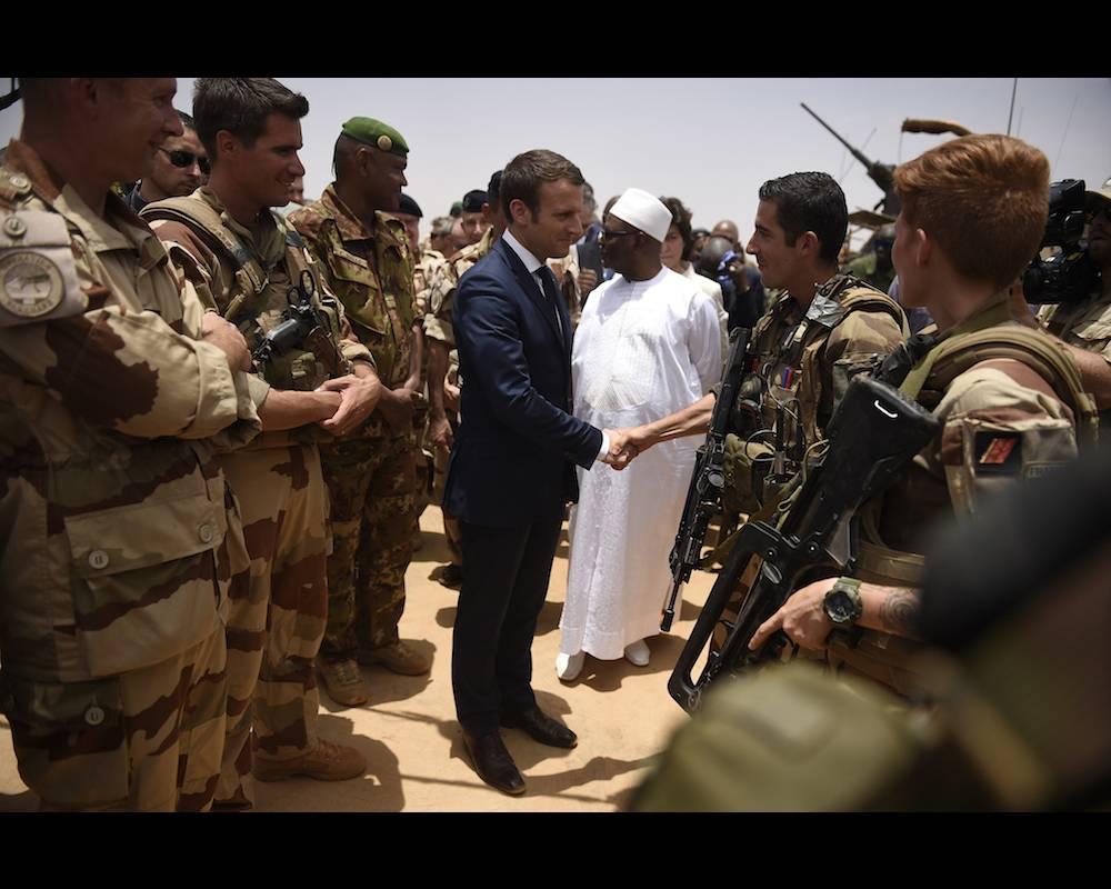 Le président Macron en visite à Gao le 19 mai dernier.  ©  CHRISTOPHE PETIT TESSON / POOL / AFP