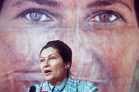 1979 : en campagne - En mai 1979, Simone Veil, ministre de la Santé,  prend la parole pour appuyer sa candidature à la campagne électorale des  élections européennes. Sa liste devancera largement celle de Jacques  Chirac, arrivé quatrième. Elle devient présidente du Parlement  européen.