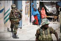 Des soldats ougandais de la force africaine déployée en Somalie, en patrouille dans les rues de Mogadiscio. (Image d'illustration)