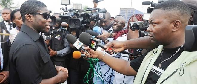 Teodorin Obiang, fils du président équato-guinéen, parle à des journalistes le 23 décembre 2014 à Malabo en Guinée équatoriale.