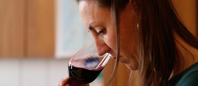 Sandra Duboscq, œnologue-conseil à Pauillac, accompagne entre 45 et 50 exploitations viticoles du Médoc. ©Pauline Tissot