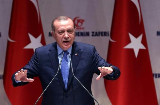 Le président turc Recep Tayyip Erdogan à la cérémonie d'inauguration d'un livre sur la tentative de coup d'Etat, au QG de son parti, l'AKP, à Ankara le 12 juillet 2017 © ADEM ALTAN AFP