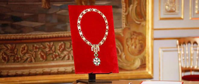 Le grand collier de l'ordre de la Légion d'honneur, remis au président de la République.