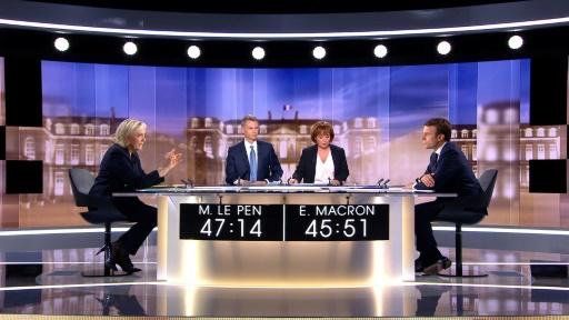 Capture d'image de Marine Le Pen lors du débat télévisé de l'entre-deux-tours de l'élection présidentielle face à Emmanuel Macron, le 3 mai 2017 à La Plaine-Saint-Denis, au nord de Paris ©  AFP/Archives