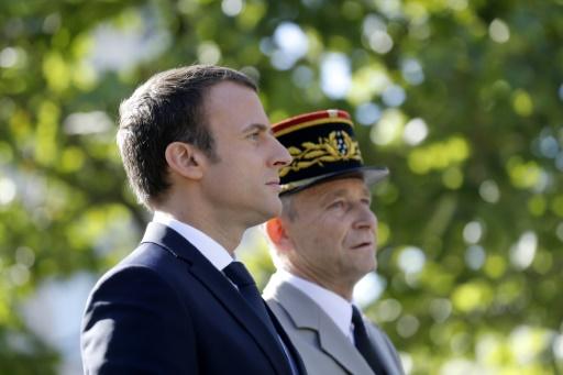 Le président Emmanuel Macron et le chef d'état-major des armées (Cema), le général Pierre de Villiers, au défilé militaire sur les Champs-Elysées à Paris le 14 juillet 2017 © Etienne LAURENT POOL/AFP