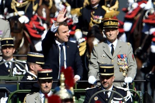 Le président Emmanuel Macron et le chef d'état-major des armées (Cema), le général Pierre de Villiers, au défilé militaire sur les Champs-Elysées à Paris le 14 juillet 2017 © ALAIN JOCARD AFP