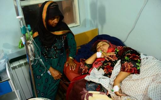 Une Afghane, blessée par une bombe placée sur une route, hospitalisée à Herat (ouest) le 26 mai 2017 © HOSHANG HASHIMI AFP/Archives
