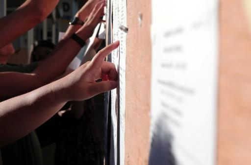 Des jeunes ayant obtenu le bac avec mention sont toujours sans affectation ou contraints de renoncer à leurs premiers voeux © Richard BOUHET AFP
