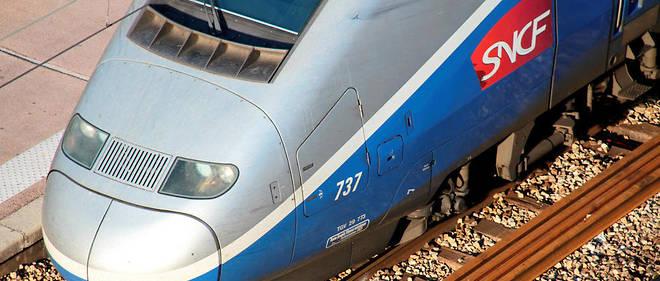 Un TGV percute un bloc de béton.