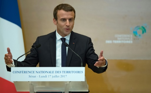 Emmanuel Macron devant la Conférence nationale des territoires, le 17 juillet 2017 au Sénat à Paris © IAN LANGSDON POOL/AFP