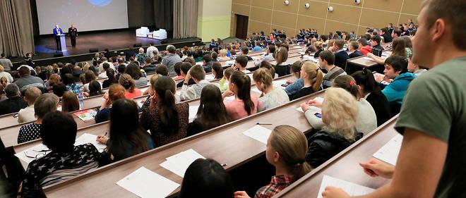 La ministre de l'Enseignement supérieur a déploré le système de l'admission post-bac. Près de 87 000 bacheliers sont toujours en attente d'affection.