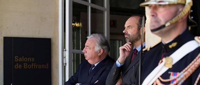 Gérard Larcher et Édouard Philippe attendent l'arrivée d'Emmanuel Macron à la Conférence nationale des territoires au Sénat.