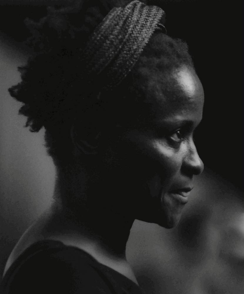 """Kettly Noël, née en Haïti est installée à Bamako où elle dirige un festival de danse elle a présenté à Avignon """"Tichèlbè"""".  ©  Denis Rion"""