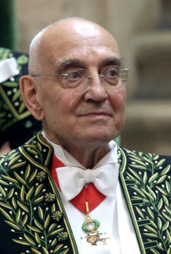 Max Gallo lors d'une cérémonie à l'Académie Française le 16 juin 2011 © THOMAS SAMSON AFP/Archives