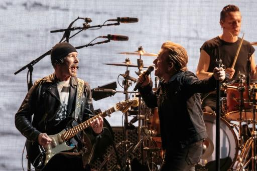 The Edge, Bono et Larry Mullen Jr. de U2 jouent sur scène sur The Joshua Tree Tour au NRG Stadium le 24 mai 2017 à Houston au Texas © SUZANNE CORDEIRO AFP/Archives