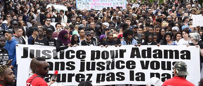 Un millier de personnes étaient réunies à Beaumont-sur-Oise pour une marche à la mémoire d'Adama Traoré.