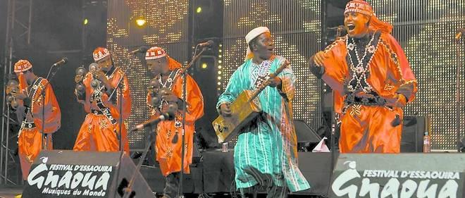Les musiciens et autres Maâlem s'en donnent à cœur joie sur la scène du festival Gnaoua d'Essaouira qui existe depuis 1997.