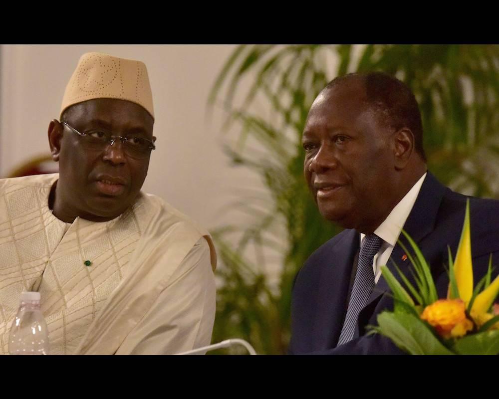 Le président Macky Sall en compagnie de son homologue ivoirien Alassane Ouattara au sommet sur la Sécurité et la Défense des pays membres de l'UEMOA à Abidjan le 27 mai 2016. ©  ISSOUF SANOGO / AFP