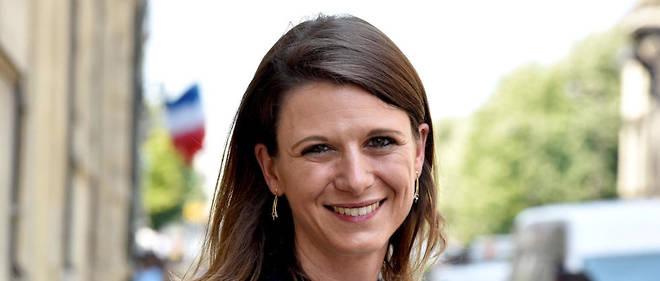 Laurianne Rossi distribuait des cahiers d'été d'Emmanuel Macron sur un marché de Bagneux.