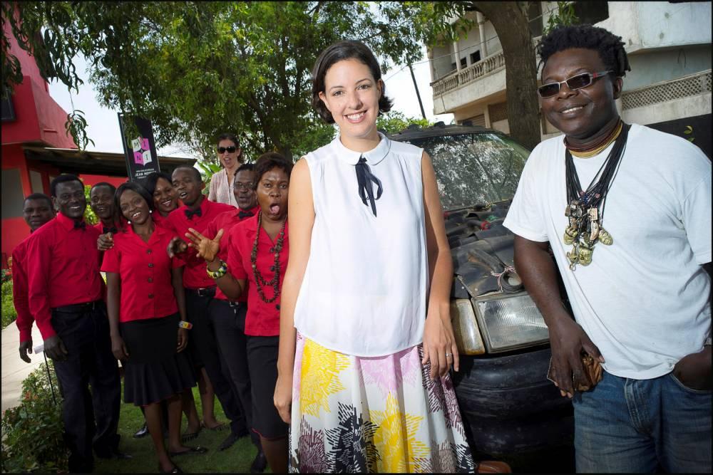Héritage. Marie-Cécile Zinsou et le plasticien Romuald Hazoumè à Cotonou lors du 10e anniversaire de la Fondation Zinsou. ©  Khanh Renaud/Square